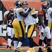 Kelvin Beachum congratulates quarterback Ben Roethlisberger after completing a pass to Heath Miller for a two-point conversion against the Bengals in the fourth quarter at Paul Brown Stadium Sunday afternoon, December 7, 2014.