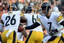 Steelers quarterback Ben Roethlisberger hands off to Le'Veon Bell against the Bengals in the fourth quarter at Paul Brown Stadium Sunday afternoon in Cincinnati.