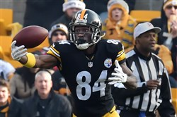 Antonio Brown had 7 catches for 72 yards against the Chiefs Sunday at Heinz Field. Brown broke his Steelers single-season receiving record with 1,570 yards this year.