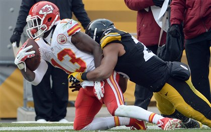 Steelers' Mike Mitchell prevents Chiefs' De'Anthony Thomas from getting a first down in the second quarter at Heinz Field Sunday.