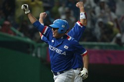 Jung-Ho Kang of South Korea scores during the final between South Korea and Chinese Taipei during the 2014 Asian Games at Munhak Stadium in September in Incheon, South Korea.