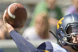 West Virginia quarterback Skyler Howard took over after senior starter Clint Trickett's concussion.