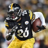 Le'Veon Bell runs the ball against the Cincinnati Bengals at Heinz Field in December.