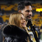 """Modern Family"" star Sofia Vergara and then-fiance Joe Manganiello watch as the Steelers warm up before a playoff game."