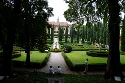 An overall look at the formality of Giardino Giusti in Verona, Italy.