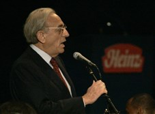 Nelson Peltz of Trian Group, Heinz's second-largest investor, addresses shareholders during the annual meeting in Pittsburgh on Aug. 16, 2006.