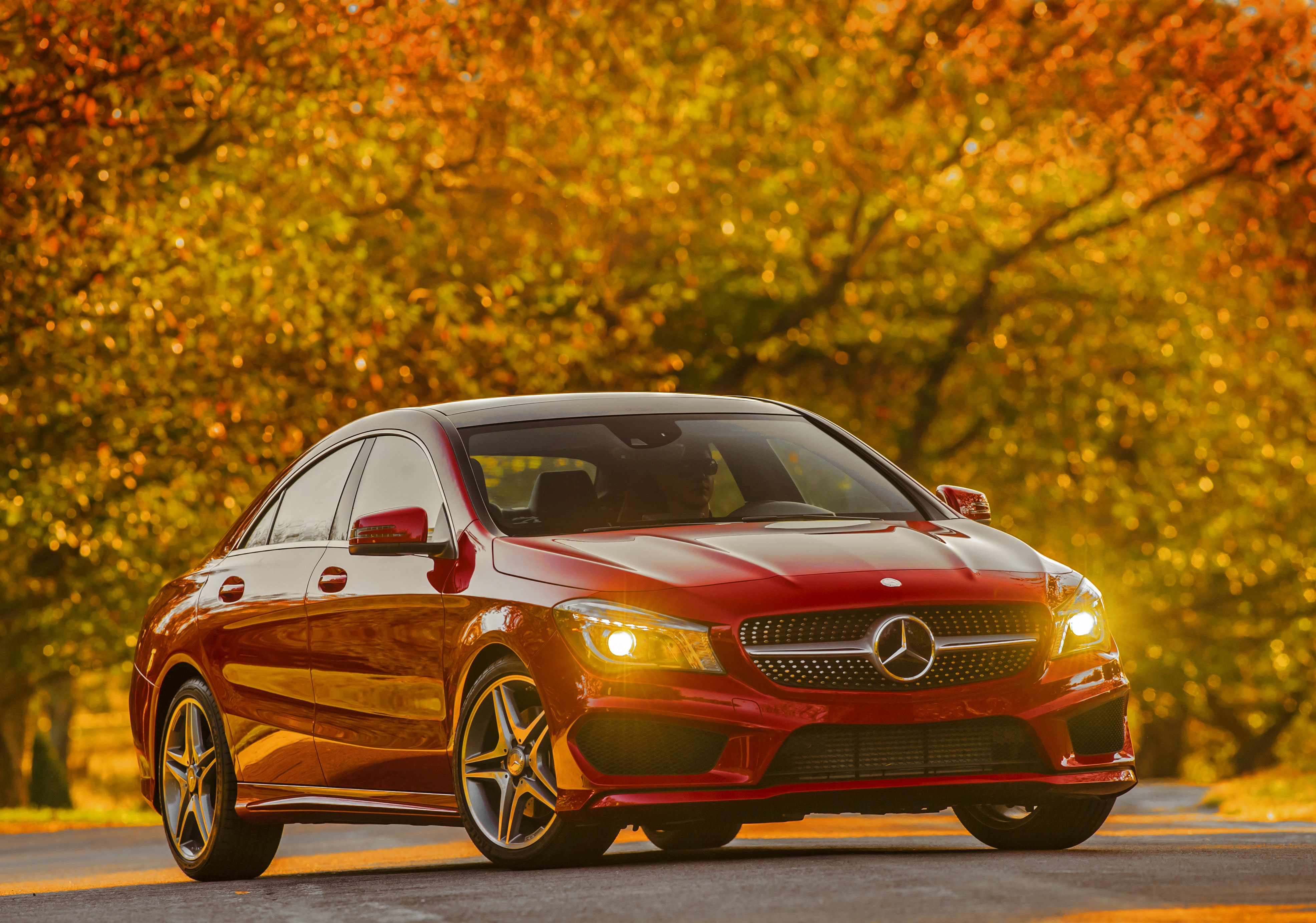 Mercedes benz cla offers upscale luxury at a mid sized for Mercedes benz cla 2014 price