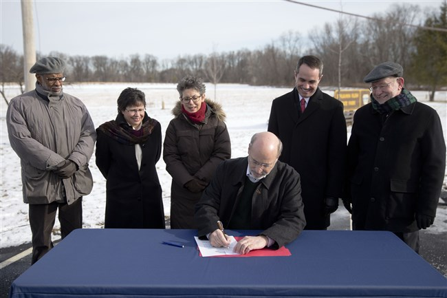 Gov. Tom Wolf signs an executive order restoring a moratorium on new drilling leases involving public lands, Thursday, Jan. 29, 2015, at the Benjamin Rush State Park in Philadelphia.
