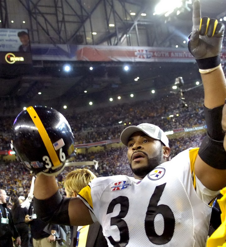 8i000kc1-3 Jerome Bettis waves to his family at the end of the Super Bowl XL against the Seahawks at Ford Field Detroit Michigan, 2006.