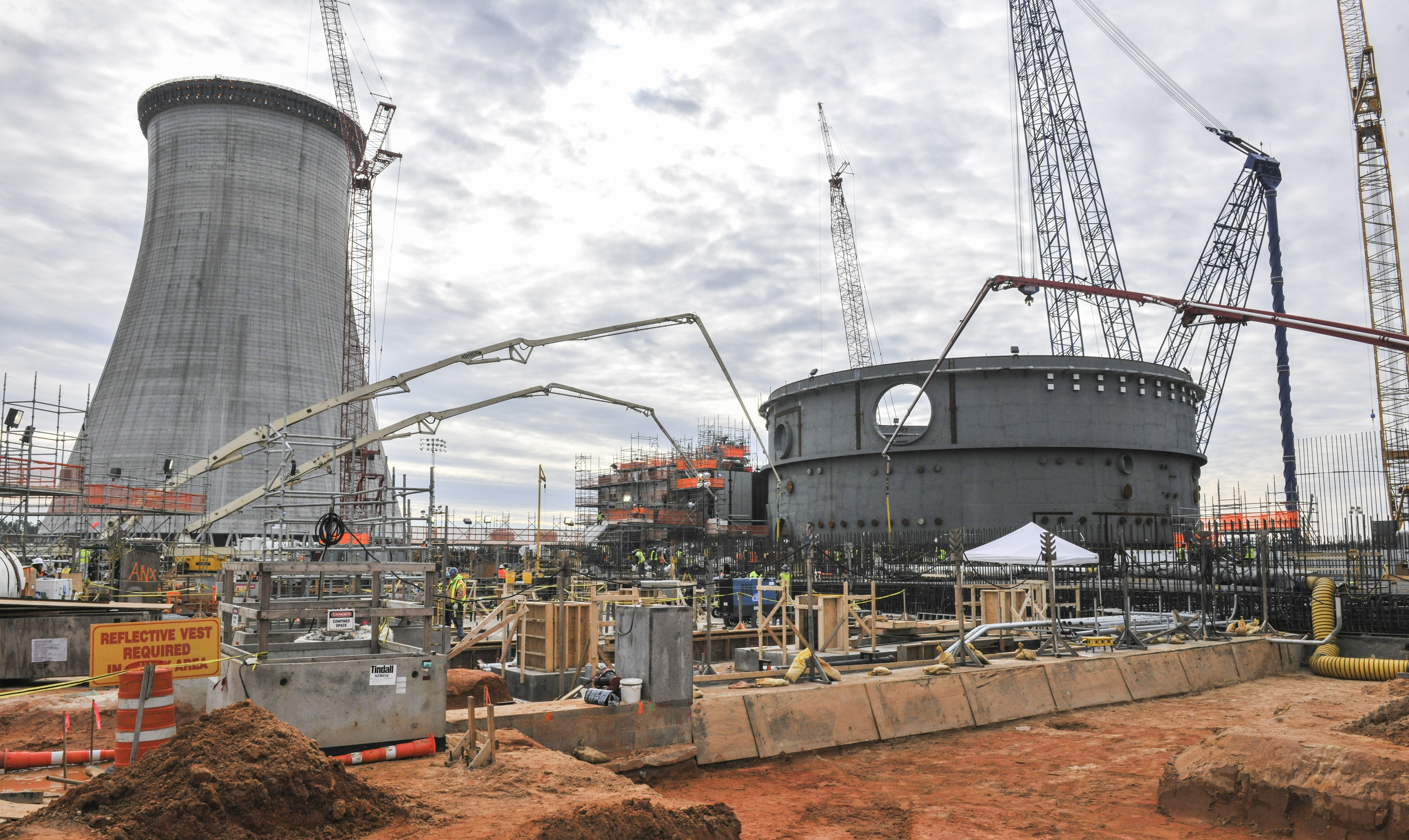 Vogtle_concrete Concrete being placed in the auxiliary building in January 2015 at the Vogtle Electric Power Station. Two Westinghouse AP1000 reactors are assembling in Georgia and, after several years of delay, are scheduled to start producing electricity in 2019 and 2020. When they do, the state's nuclear share of power generation will rise from 22 percent to 27 percent.
