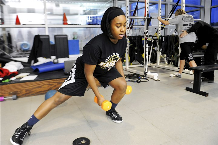 20150212JHHealthUPMC01 Aaliyah Coleman does a set of sideways lunges -- a prescribed exercise.