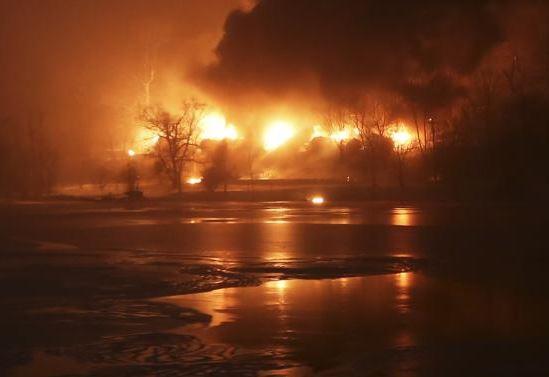 USA-TRAIN-DERAILMENT-CSX 02172015 A CSX Corp train burns after a derailment in Mount Carbon, W.Va., near the Kanawha River Monday.