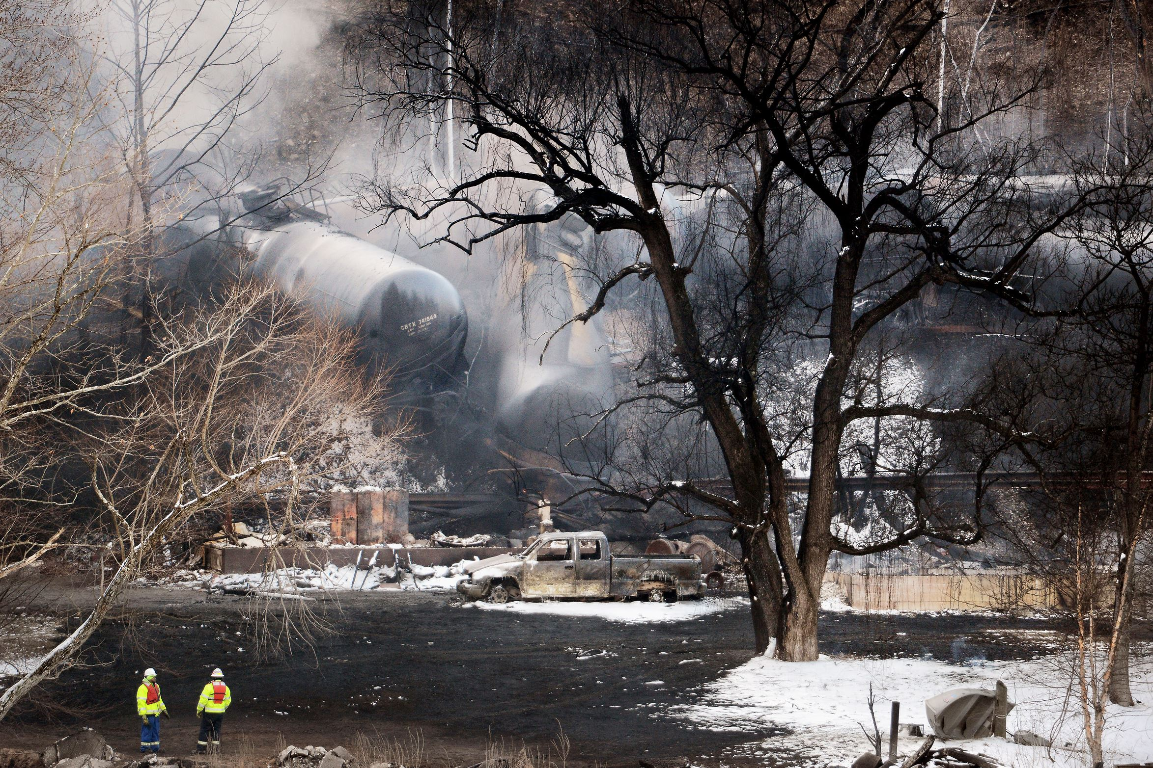 20150217MWHtrainLocal02-1 The CSX Corp train that derailed, ignited and spilled into the Kanawha River in Mount Carbon, W. Va., can be seen from across the river on Tuesday, Feb. 17, 2015.