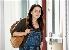 "Mae Whitman in ""The Duff."""
