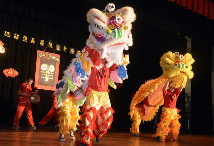 20150221bwChineseSEEN07-5 Lion Dance by members of the Tzu-Chi Academy Pittsburgh.