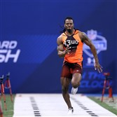 West Virginia wide receiver Kevin White runs the 40-yard dash at the 2015 NFL Scouting Combine at Lucas Oil Stadium in Indianapolis.