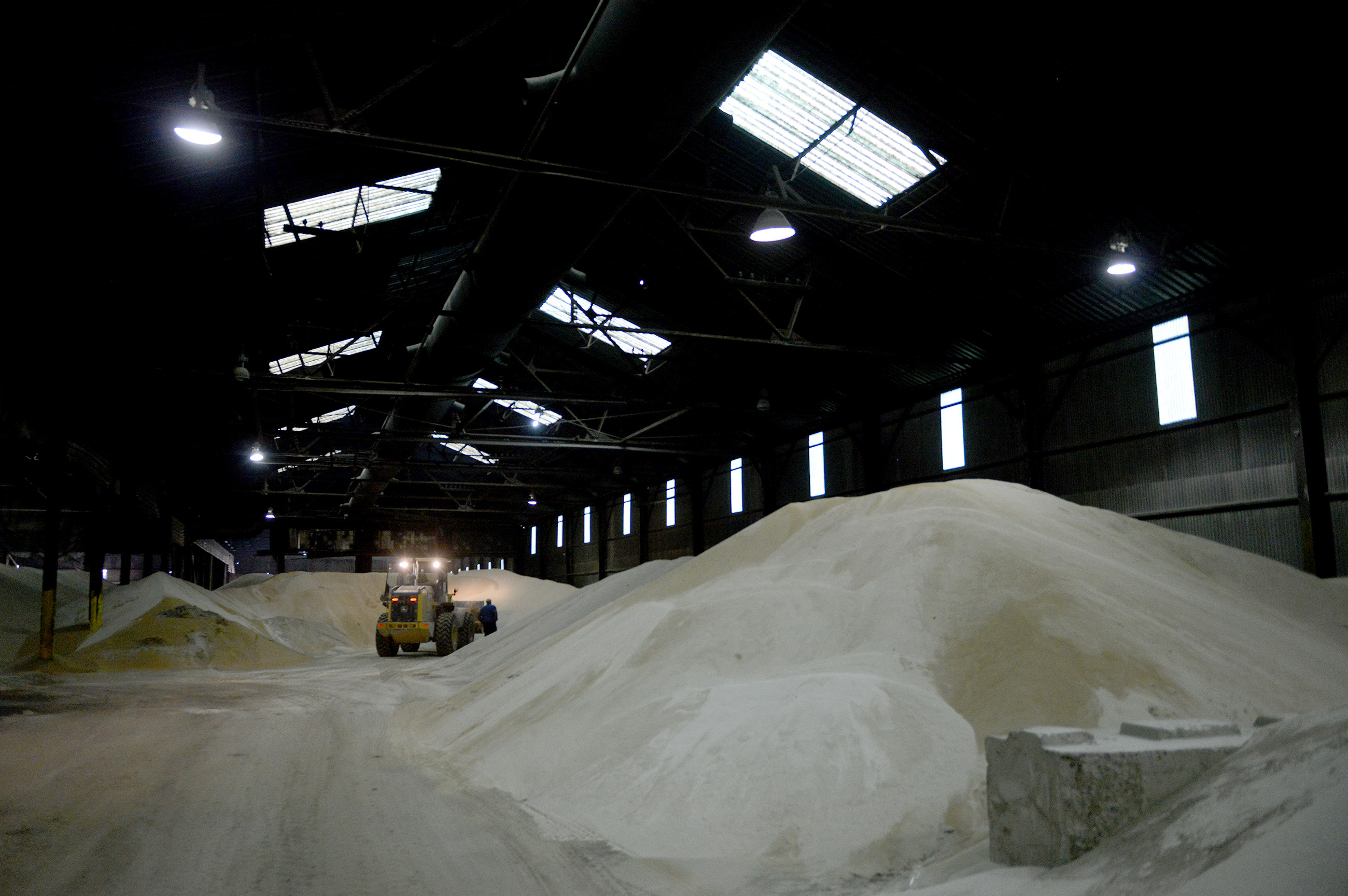20150320MWHmrieBiz08-7 Michael Henninger/Post-Gazette 20150320 mrie Biz 03/20/2015 Employees survey and move frack sand stored in warehouse facilities at McKees Rocks Industrial Enterprises (MRIE). Two more 30,000-square-foot buildings are slated to open this year to store frack sand, according to Jim Lind, an owner at MRIE.