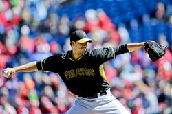 Charlie Morton pitches last Saturday against the Phillies in Philadelphia.