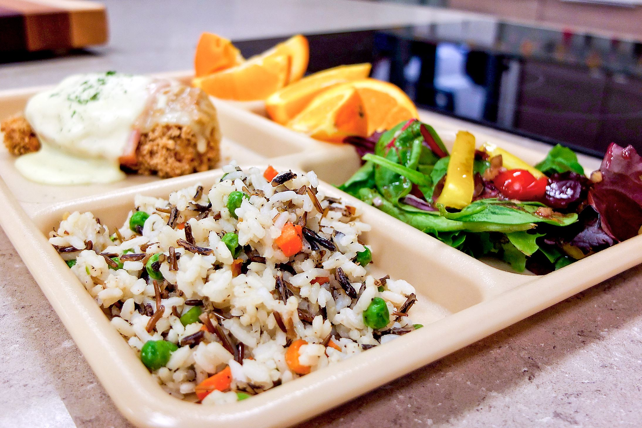 school lunches Healthy lunches, healthy students who knew the simple school lunch served in thousands of american schools would turn out to be a hotbed of controversy.