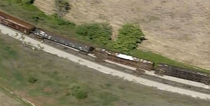 derail2.PNG Emergency crews are on the scene of a derailment of 10 cars in Hazelwood this morning.