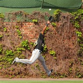 Pirates right fielder Gregory Polanco makes a catch on a fly ball off the bat of Cubs shortstop Starlin Castro during the ninth inning Sunday at Wrigley Field in Chicago.