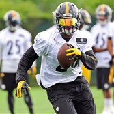 Steelers running back Le'Veon Bell practices at the team's South Side facility Wednesday.