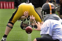 Steelers long snapper Greg Warren works out during OTAs in June 2015.