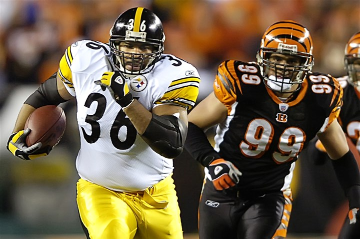 dianasteelers0108k-94 Jerome Bettis picks up 25 yards in the 4th quarter of a Steelers victory over the Bengals on January 4, 2006 at Paul Brown Stadium in Cincinnati -- the last time the teams met in the postseason.