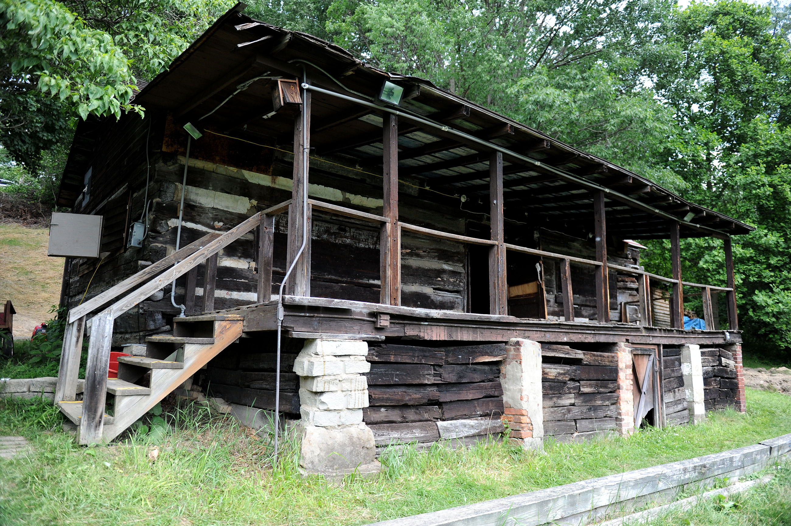 Oakdale boy scout cabin gets makeover through tv show for Barn builders show