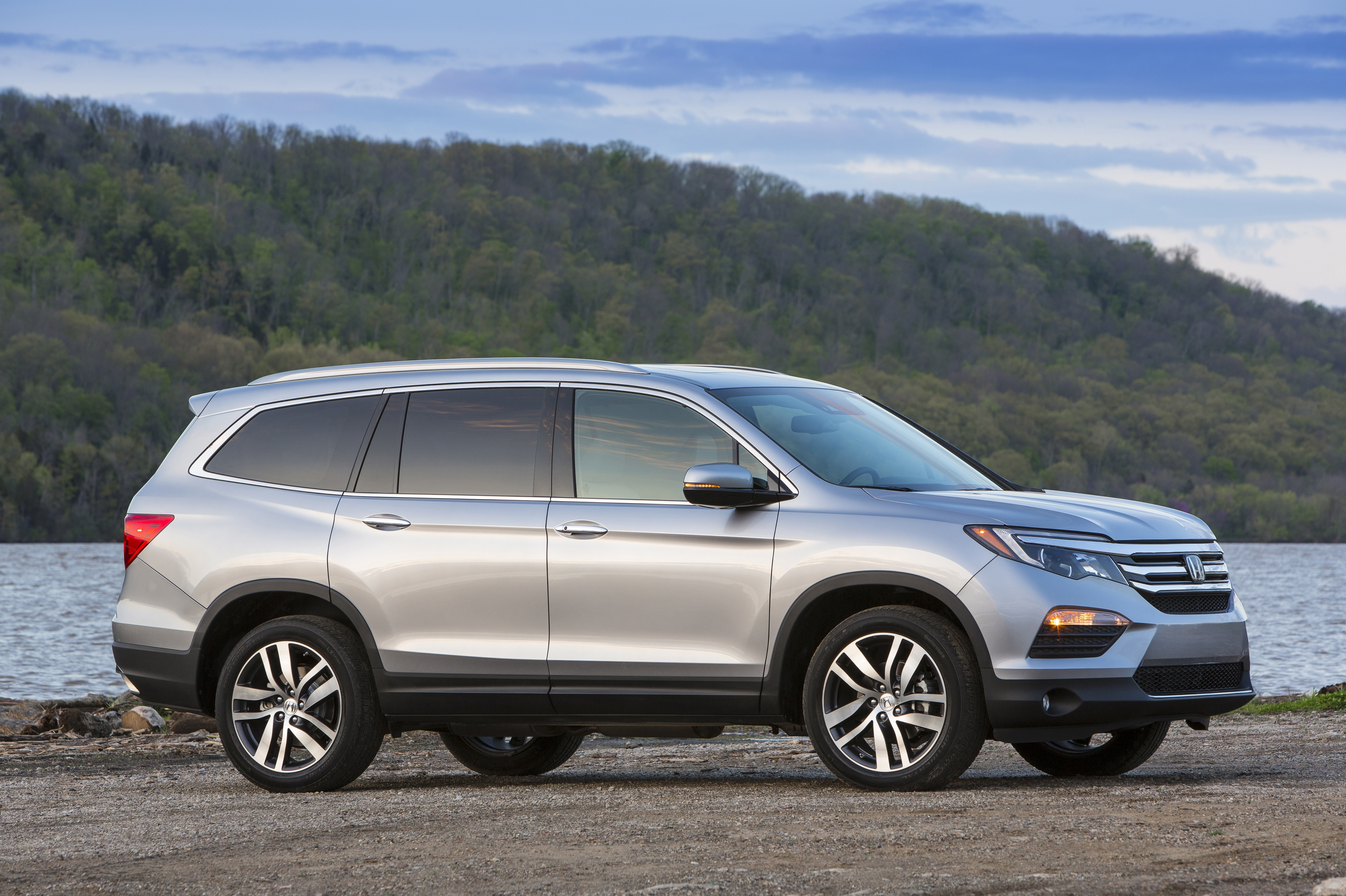 honda s redesigned 2016 pilot set to land in pittsburgh area showrooms pittsburgh post gazette. Black Bedroom Furniture Sets. Home Design Ideas