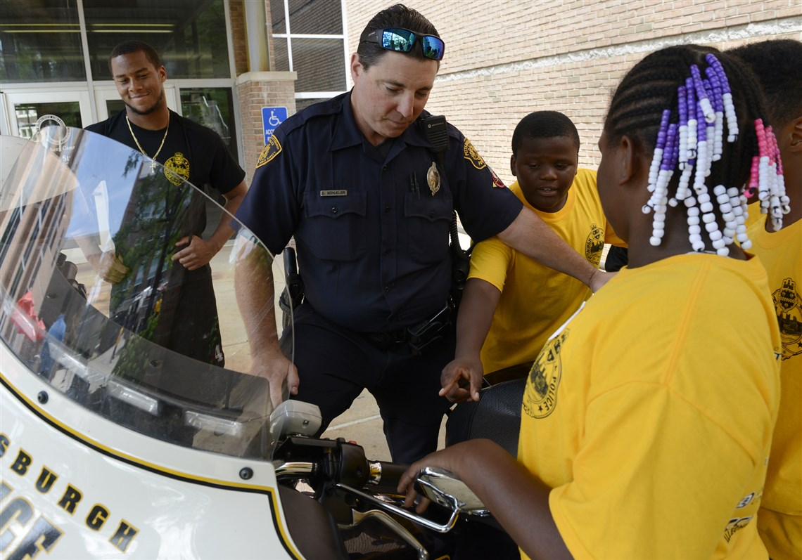 police officers and kids mix it up at pittsburgh camp pittsburgh