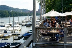 Diners enjoy the outdoor dining at Redfin Blues along the Allegheny River.