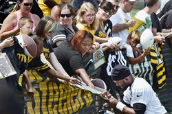The Steelers' Tyler Murphy signs autographs after afternoon workouts.