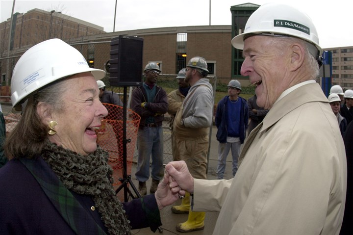 5WY00K8J-8 Elsie and Henry Hillman share and laugh and a hold hands after a topping out ceremony at the Hillman Cancer Center in 2000.