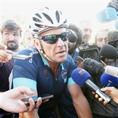 The federal government wants to see Lance Armstrong's medical records from his treatments for cancer.