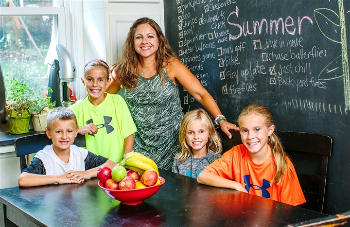 "20150819arPlantPureB01 Aimee Girod poses for a portrait in her kitchen with her kids, from left, JP, 6, Lilly, 10, Emma, 9, and Laura, 10, on August 19, 2015. Ms. Girod will lead a ""pod"" of people who eat plant-based diets and will be part of a group being formed by the creators of the movie, ""PlantPure Nation."""