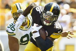 Steelers RB LeVeon Bell picks up first down yardage against the Packers in the first half Sunday at Heinz Field.