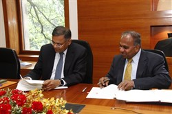 Natarajan Chandrasekaran, CEO and managing director of Tata Consultancy Services, and CMU President Subra Suresh, right, sign the agreement.