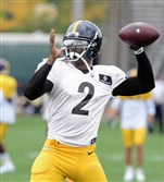 Quarterback Michael Vick practices with the Steelers at the team's South Side facility Aug.26.