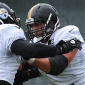 Steelers center Cody Wallace practices at the team's South Side facility on Thursday, August 27, 2015.