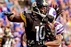 Steelers receiver Martavis Bryant makes a first-down catch Saturday against the Bills at Ralph Wilson Stadium.