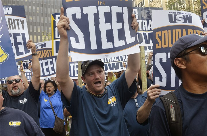 20150901lruswlocal04-3 ATI workers and union supporters rally in Downtown Pittsburgh in September.