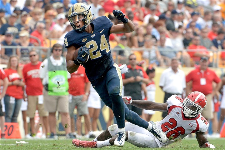 20150905mfpittsports04-3 Pitt's James Conner evades a tackle by Youngstown State's Jameel Smith in the first quarter Sept. 5 at Heinz Field.