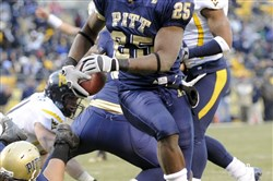 Pitt's LeSean McCoy runs into the end zone in a 2008 football game. McCoy is under investigation for his role in a confrontation with off-duty police officers Saturday.