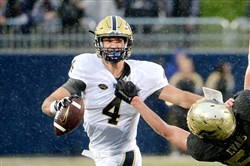 Pitt quarterback Nate Peterman