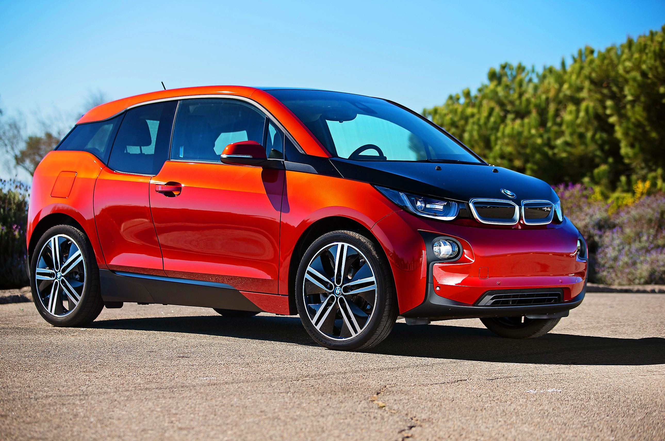 scott sturgis 39 driver 39 s seat some bugs remain in bmw i3 pittsburgh post gazette. Black Bedroom Furniture Sets. Home Design Ideas