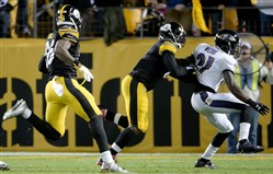 Steelers' Le'Veon Bell runs to the end zone for a touchdown as quarterback Mike Vick puts a block on Ravens' Lardarius Webb in the second quarter Thursday at Heinz Field.