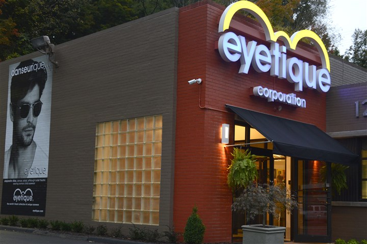 20151014dsEyetiqueBiz05-4 The entrance to the new Eyetique headquarters on Banksville Road.