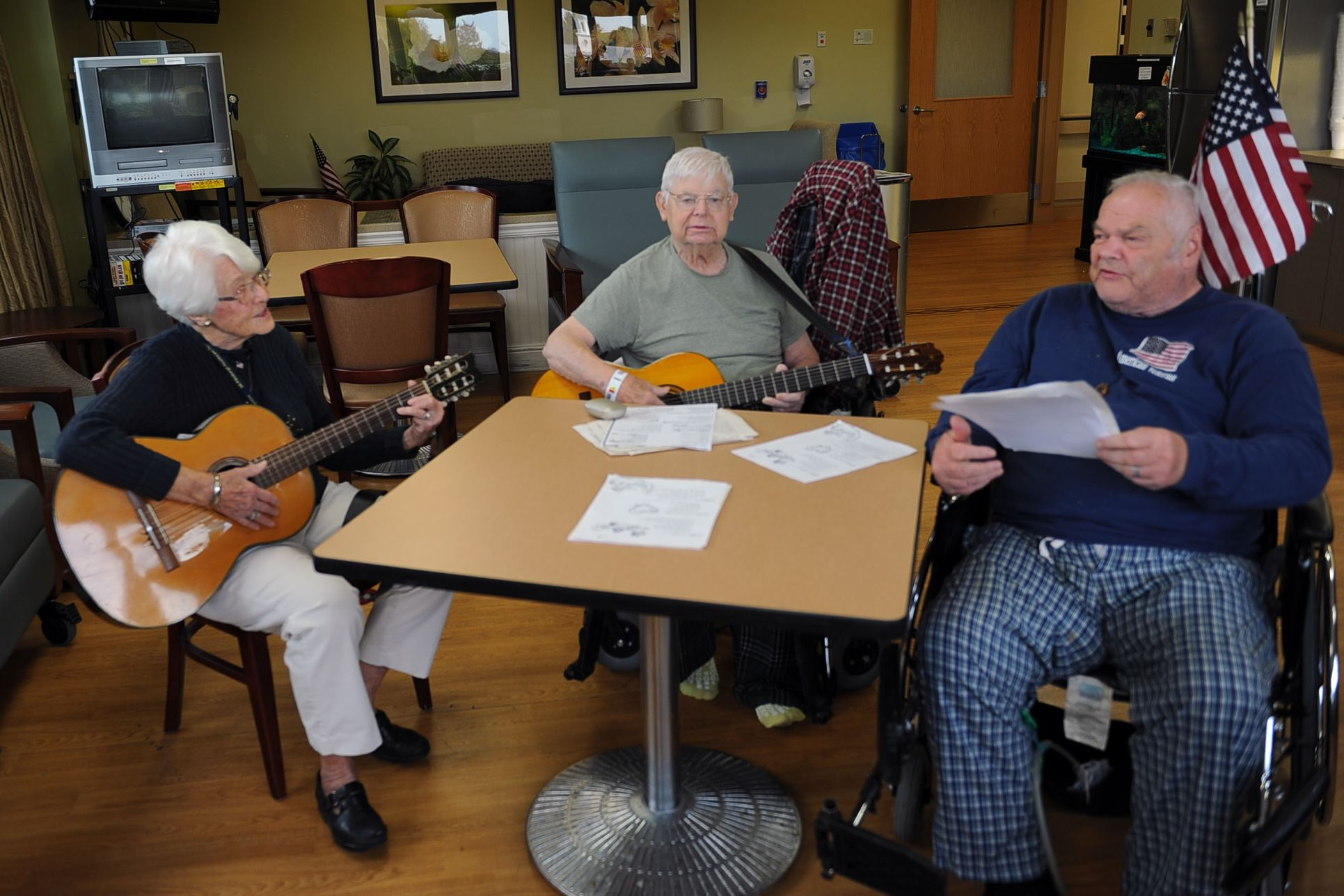 alice overly is 88 and still entertaining with her singing and guitar pittsburgh post gazette. Black Bedroom Furniture Sets. Home Design Ideas