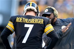 Steelers head coach Mike Tomlin talks with quarterback Ben Roethlisberger during a November 2015 game against the Browns at Heinz Field.